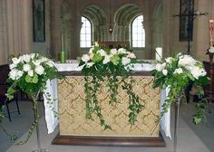 decoration church wedding composition floral auxerre yonne - Pin This Church Altar Decorations, Cheap Wedding Decorations, Table Decorations, Harry Wedding, Wedding Isles, Silk Rose Petals, Flower Boutique, Countryside Wedding, Deco Floral