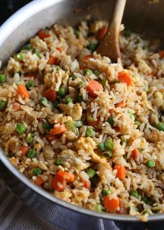 The BEST Easy Fried Rice Recipe is a great way to use up leftovers in your fridge! Add chicken, shrimp, pork, or any type of vegetable to make this easy skillet recipe perfect for your family! Easy Rice Recipes, Easy Chicken Recipes, Easy Dinner Recipes, Asian Recipes, Healthy Recipes, Fried Rice Recipes, Stir Fried Rice Recipe, Leftover Rice Recipes, Easy Skillet Meals