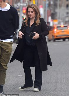 Lisa Marie Presley says she's 'grateful to be alive' as she opens up about her addiction to opioids Lisa Marie Presley, Elvis Presley Priscilla, Elvis Presley Family, Candy Store Nyc, Jackson Life, Losing People, Ex Husbands, Daddys Girl, Young Adults