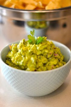 the best guacamole recipe you'll ever have - how to make creamy, fresh, homemade guacamole - great for a summer BBQ or potluck