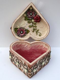 altered box - big little? with roses in it?