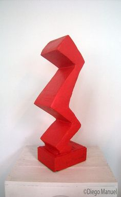 """Construcción 2 "", madera policromada, 20 x 25 x 66 cm , 2015/1016. Por Diego Manuel."