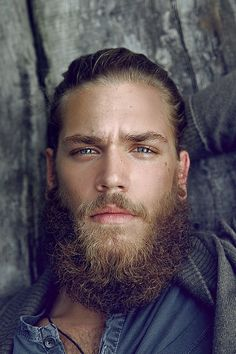I don't like the beard (too much), but look at the eyes! Gorgeous eyes!
