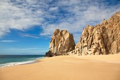 Los Cabos is globally recognized to be the world's most diverse tourist destinations: mixing desert, sea and ocean at the same time! 🏜🌊🏖 Come visit us to admire this beautiful landscape diversity! Baja California, Sea And Ocean, Resort Spa, Beach Resorts, Beautiful Landscapes, Monument Valley, Tourism, Things To Do, Mexico