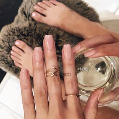 How to easily remove a glitter nail polish - My Nails Neutral Nails, Nude Nails, Coffin Nails, Glitter Nails, Hair And Nails, My Nails, Nagel Hacks, Dipped Nails, Cute Acrylic Nails