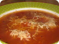 Op dit eetdagboek kookblog : Tomaten Uiensoep - Ingrediënten: 4 uien, 1 teentje knoflook, 250 ml gezeefde tomaat, 125 gram cherrytomaten, tijm, 1 1/2 liter water, 3 bouillonblokjes, geraspte kaas, Bak in