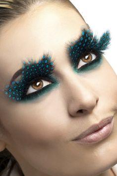 Pestañas falsas plumas negras puntos azules adulto: Estas pestañas falsas efecto pluma para mujer son negras con puntos azules.Sólo tendrás que cortar la longitud que quieras y pegarlas a tus párpados.Estas pestañas...