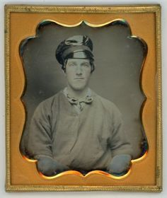 EYE-POPPING-1-6-PLATE-DAGUERREOTYPE-YOUNG-MAN-WEARING-A-CAP-AND-HEAVY-SHIRT