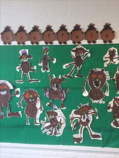 De Gruffalo schilderen en uitknippen. Gruffalo Activities, Childcare Activities, Kindergarten Activities, Book Activities, Gruffalo Characters, Storybook Characters, The Gruffalo, Paws And Claws, Outdoor Classroom
