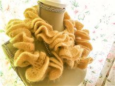 Handcrafted twisted scarf, Soft yellow, very soft / Echarpe torsadée faite à la main, Jaune tendre, très douce. de la boutique Vintagemandalitashop sur Etsy