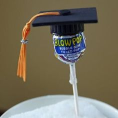 DIY Graduation Favor {Party Favors}    These graduation cap lollipops would be fun favors to pass out to the graduates.  Gather some black plastic bottle caps, make tassels, and add foam squares.  A very easy project and so absolutely adorable!