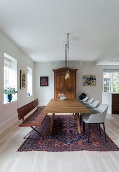 Find home inspiration from this amazing dining room with a three meters long dining table in red oak from CasaShop.