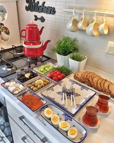 Günaydın ☀️ hayırlı cumalar🙏🏻♥️🌹 Kahvaltı takımım @dogan_porselen_istanbul Diğerleri fotoda etiketli 👆🏻