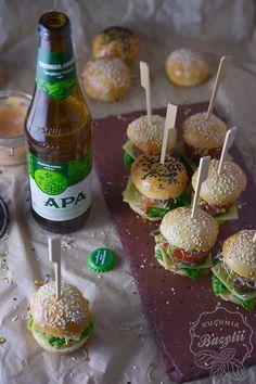 Mini burgery koreczki na dwa kęsy - idealny duet do piwa z Browar Amber Caramel Apples, Food And Drink, Hawaiian, Desserts, Tailgate Desserts, Deserts, Postres, Dessert, Plated Desserts