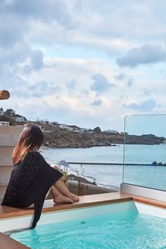 Wake up in the morning in your luxurious Deluxe Suite and admire the stunning view to the sea from your private dipping #pool; in the modern Deluxe Suites of the #Mykonos Kosmoplaz you'll feel right at home!