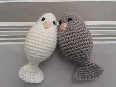 leif setje duifjes - Free pattern - http://mijneigenplekkie.blogspot.nl/2012/06/bride-groom-lovebirds.html