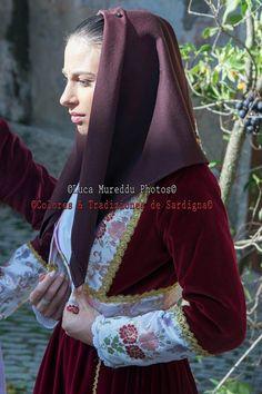 Luca Mureddu Photos . Colores & Tradiziones De Sardigna  ·     Tiana Cortes Apertas 2015 Costume Tianese
