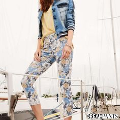 Your dream pants,Lisette L Pants flatten and flatter.They slim the abs,contours the hips and shape the behind. Wrinkle-free fabrics with genius construction Colored Denim, Blue Denim, Jean Jacket Styles, Flatter Stomach, Bleached Denim, Marine Blue, Ankle Pants, Paisley Print, Fashion Pants