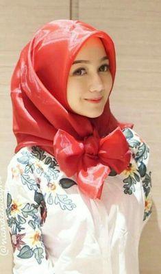 Pin by Doodlelicious on Hijab in 2019 Beautiful Hijab Girl, Beautiful Muslim Women, Hijab Fashion, Girl Fashion, Muslim Beauty, Turkish Fashion, Hijab Chic, Girls Selfies, Muslim Girls