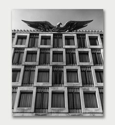 eagle atop the United States Embassy Chancellery, London, England by Eero Saarinen (1963)