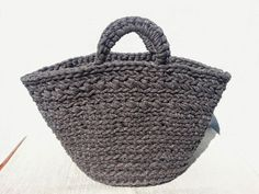 Hola¡¡¡¡¡     En primer lugar quiero dar las gracias a La Maison Bisoux por incluir mi entrada   Capazo de trapillo a crochet en su po... Knitting Projects, Crochet Projects, Crochet Handbags, Crochet Bags, Crafts To Do, Straw Bag, Knit Crochet, Crochet Patterns, Purses