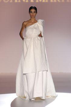 Juana Martín #azahar Modest Wedding Dresses, Formal Dresses, Hannibal Laguna, Dress Vestidos, Bridal Collection, One Shoulder Wedding Dress, White Dress, Plus Size, Gowns