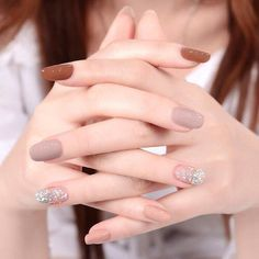 The advantage of the gel is that it allows you to enjoy your French manicure for a long time. There are four different ways to make a French manicure on gel nails. The choice depends on the experience of the nail stylist… Continue Reading → Neutral Nails, Nude Nails, Pink Nails, My Nails, Coffin Nails, Neutral Colors, White Nails, Fall Nails, Neutral Wedding Nails