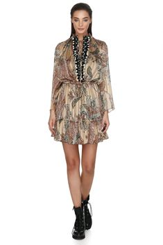 This Milano style dress with airy sleeves is featuring a detail in the waist that will accentuate your silhouette, while the vivid color will reflect style. Vivid Colors, Vibrant, Bright Shorts, Femininity, Dresses Online, Designer Dresses, Ruffles, Boho Chic, Florals