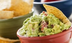 Recipes don't come easier than this Zesty Guacamole recipe. Ready in under 10 minutes, guacamole is a delicious and healthy dip-style dish that is a guaranteed crowd pleaser at barbecues and other entertaining occasions. Spicy Guacamole Recipe, Homemade Guacamole, Guacamole Dip, Fresh Guacamole, Chipotle Guacamole, Mezze, Mexican Food Recipes, Vegetarian Mexican, Dip Recipes
