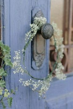 Ana Rosa Romantic atmosphere for the cottage Color Celeste, Knobs And Knockers, Door Knobs, Country Blue, Country Charm, Country Girls, Diy Décoration, Periwinkle Blue, Lavender Blue