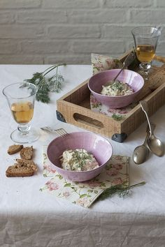 Celeriac Salad with Remoulade Dressing. Ensalada de Apionabo con Salsa Remoulade. Cèleri-Rèmoulade