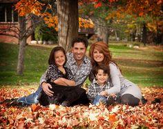 fall photography ideas | Great fall family photo! | Photo Ideas