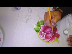 Roberto Ferreira - Novo Projeto - Rosas Simples - YouTube Block Painting, One Stroke Painting, Tole Painting, Fabric Painting, Acrylic Painting Techniques, Painting Videos, Painting Tips, Painting Classes, Flower Line Drawings