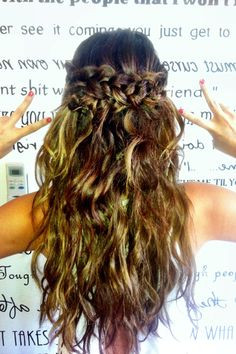 Copy Selena Gomez and Nina Dobrevs cool halo braid