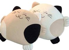 Cat pillows I love it! Cat Crafts, Diy And Crafts, Sewing Projects For Kids, Projects To Try, Indian Pillows, Cat Pillow, Plush Pillow, Neck Pillow, Felt Owls
