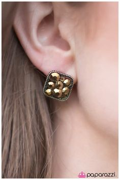 We've got a formula for fabulous: Fashion. Five bucks. Come see what the Paparazzi party is all about. Paparazzi Accessories, Paparazzi Jewelry, Brass Jewelry, Jewelry Shop, Vintage Accessories, Diamond Earrings, Rhinestones, Vip Group, Independent Consultant