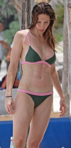 Rashida Jones Bikini, Bikinis, Swimsuits, Swimwear, Whitney Cummings, Gorgeous Women, Celebrities, Shots, Sweet