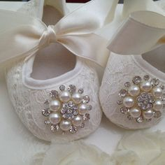 Baby off white/ ivory lace shoes and headband por MimisTinyFeet