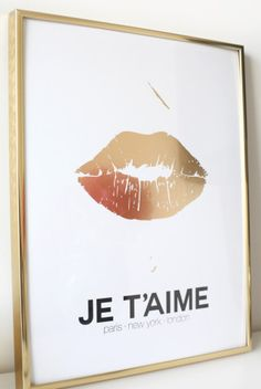 Je t'aime gold lips print