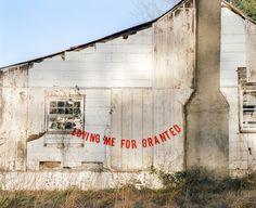 La serie fotográfica de Peyton Fulford saca todos los trapos sucios al sol.