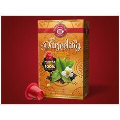 Darjeeling #pompadour FINO Y AROMÁTICO TÉ NEGRO DE DARJEELING Un exclusivo blend de fino sabor y delicado aroma, procedente de las faldas del Himalaya. Esta infusión presenta una de las mezclas más exclusivas de la India, finamente orquestadas, contiene todas las virtudes organolépticas del suave y delicado té negro. Ingredientes: té negro Darjeeling 10 cápsulas compatibles con máquinas Nespresso®*.