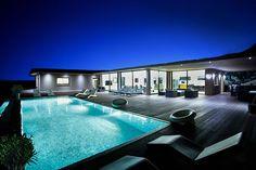 Votre son et lumière personnel vous attend en #Corse #dolcevita #iledebeaute #piscine