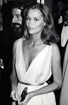 Lauren Hutton at the Academy Awards Oscars ceremony in 1975, wearing a Grecian-style gown cinched with a metallic belt.Fashion Icon: Biance Jagger Fashion Icon: Diane Keaton Fashion Icon: Anjelica Huston