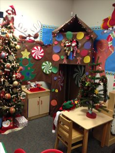 Great idea for a dramatic play area! A kids gingerbread dream house minus the tree Preschool Christmas, Noel Christmas, Christmas Activities, Christmas Themes, Christmas Crafts, Xmas Theme, Preschool Winter, Christmas Templates, Preschool Games