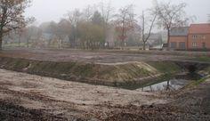 Bij werkzaamheden aan de Dalerschans, een zeventiende-eeuwse verdedigingsstructuur, is een unieke houten brug teruggevonden.