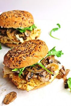 Cauliflower quinoa burgers with mushrooms and onions recipe! A flavor packed veggie burger topped with buttery, garlicky sauteed mushrooms and onions. This will become your new favorite veggie burger recipe! Burger Vegetarian, Vegetarian Cooking, Vegetarian Recipes, Cooking Recipes, Healthy Recipes, Beet Burger, Vegetarian Barbecue, Cooking Pork, Cooking Turkey