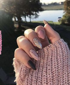 7 Nail Art Designs With Rose Gold Color 2019 : Take a look! Are you looking for a great Nail Art design for your nail? You should give an eye to the collection where we have got some unavoidable nail art design in Rose Gold Color. Gold Nail Art, Rose Gold Nails, Glitter Nail Art, Cute Acrylic Nails, Pink Nails, My Nails, Fall Nails, Summer Nails, Vegas Nails