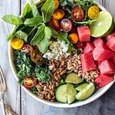 Early summer salad with kale, arugula, watermelon and farro is a top Pinned recipe to try for Clean Eating, Healthy Eating, Ceviche, Healthy Salad Recipes, Healthy Foods, Vegetarian Recipes, Summer Salads, Healthy Summer, Summer Drinks