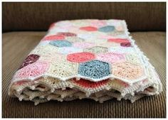 Camellia Rose: Summertime Patchwork Quilt Blanket, Pattern and chart for the hexagons. Gorgeous! thanks so for sharing xox