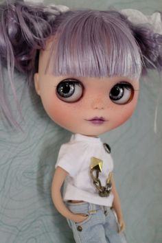 Iris is a factory blythe doll, she is cute/cool with her pretty lavender hair! These are her customisations,    : sanded and carved on her
